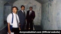 Отставной генерал СНБ Узбекистана Бахтияр Гулямов (в центре). Фото взято с веб-сайта Dunyouzbeklari.com.