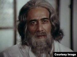 """Батыр Закиров """"Оттуу жылдар"""" көркөм фильминде Рабиндранат Тагордун ролунда."""