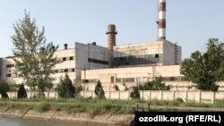 Завод в городе Бекабад Ташкентской области.