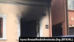 Будівля Угорського культурного центру в Ужгороді після підпалів, лютий 2018 року