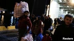 Izbeglice stižu na Lezbos