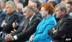 (Зліва направо) Екс-президент Польщі Олександр Кваснєвський, Віктор Пінчук та екс-президент Латвії Вайра Віке-Фрейберга на коференції YES