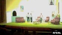 مشهد من مسرحية مدرسة الزوجات
