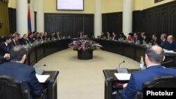 Armenia - Prime Minister Karen Karapetian chairs a cabinet meeting in Yerevan, 22Dec2016.