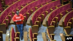 """An opposition Ukrainian parliament deputy wears a T-shirt reading """"vote personally."""" Deputies often ask colleagues to vote in their stead, which is prohibited."""