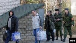 Туткундар мурда алмашылган учурлардын бири. Луганск, 26-февраль, 2016-жыл.