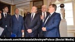 Пьотр Глінський (третій справа) та Павло Розенко (праворуч) під час зустрічі у Варшаві, 16 лютого 2018 року