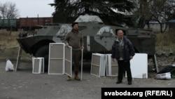 Алесь Пушкін і Алесь Цыркуноў перад выездам на лінію фронту