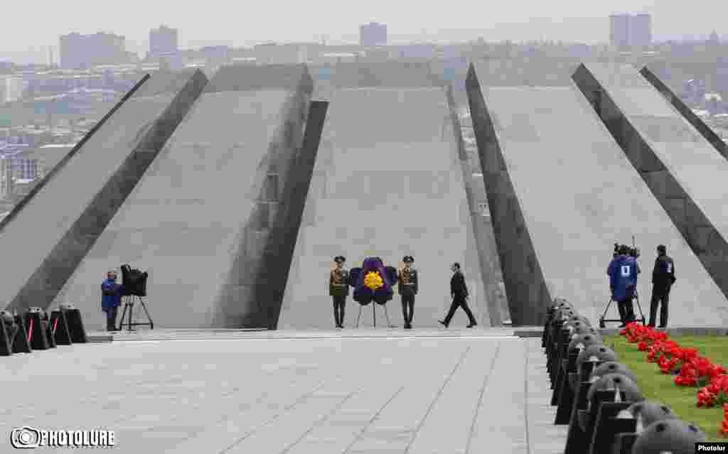 Мемориальный комплекс Цицернакаберд, Ереван, 24 апреля