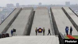 Astăzi la ceremoniile de la Memorialul Tsitsernakaberd de la Erevan