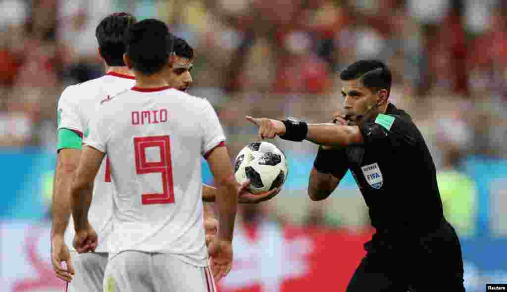 Soccer Football - World Cup - Group B - Iran vs Portugal - Mordovia Arena, Saransk, Russia - June 25, 2018 Referee Enrique Caceres awards Iran a penalty REUTERS/Ricardo Moraes