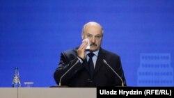 За словами прес-секретаря, Олександр Лукашенко «перебуває абсолютно в робочому режимі»