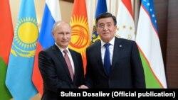 Сооронбай Жээнбеков и Владимир Путин на неформальном саммите глав государств СНГ, 26 декабря 2017 г.