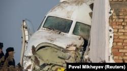 Носовая часть потерпевшего крушение самолета. Алматы, 27 декабря 2019 года.