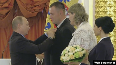 Extremists In The Kremlin Jehovah S Witnesses Honored By Putin As Model Family