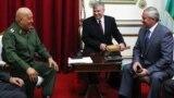 Бывший президент Венесуэлы Уго Чавес и Виктор Шейман (крайний справа). Каракас, 3 октября 2011 года