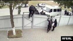 Сотрудники российской спецслужбы проникают на частную собственность «Свидетелей Иеговы» в Крыму