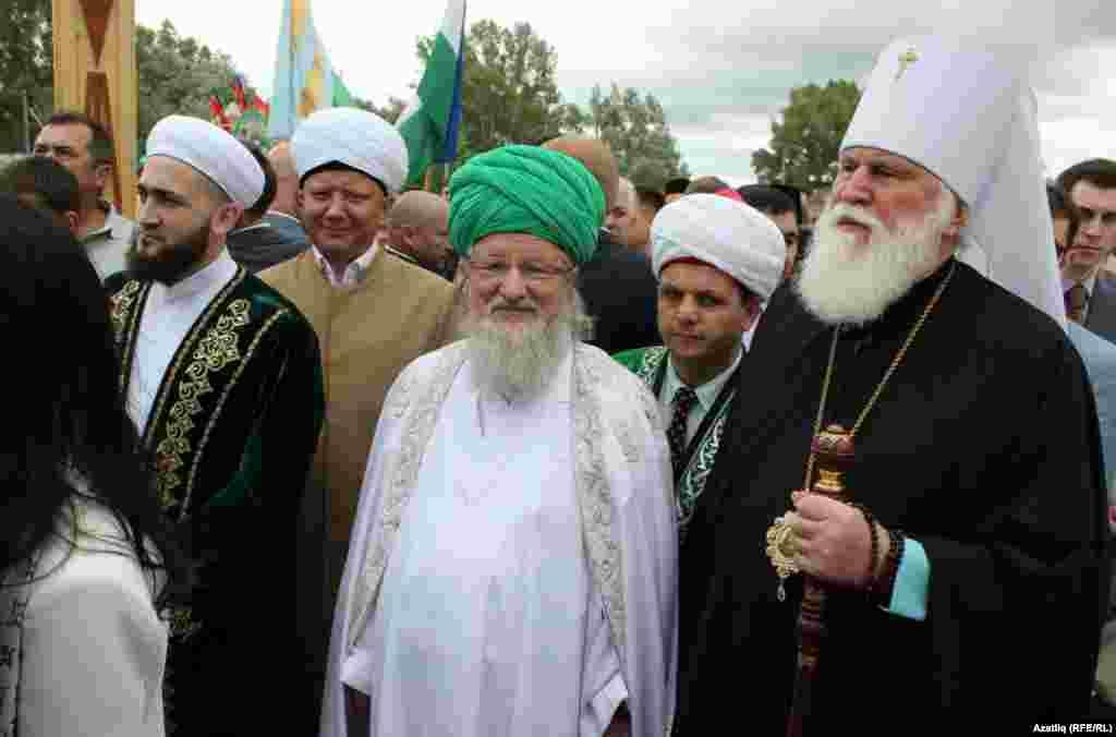 Дин әһелләре, сулдан уңга: Камил Сәмигуллин, Әлбир Крганов,Тәлгат Таҗетдин