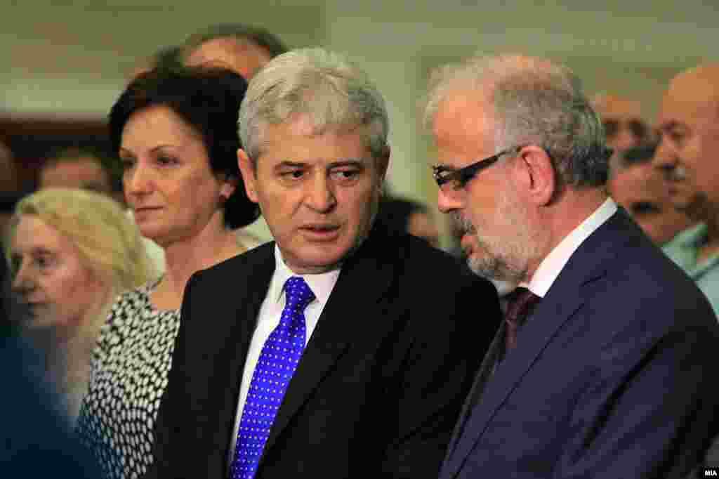 МАКЕДОНИЈА - Во партијата на Али Ахмети одлучиле да бидат сменети седум функционери од третиот ешалон на власта кои доаѓаат од нивните редови, објавија дел од медиумите на албански јазик во Македонија.