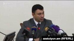 Заместитель председателя Национального собрания Армении, пресс-секретарь правящей Республиканской партии Армении (РПА) Эдуард Шармазанов (архив)