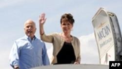 ستاد انتخاباتى سناتور جان مك كين اعلام كرد كه از لغو دعوت از خانم پى لين متاسف شده است. (عکس: AFP)