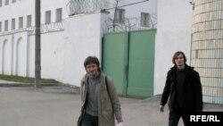 Мелкие правонарушители не должны сидеть в тюрьме и набираться криминального опыта, уверен Юрий Калинин