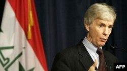 رایان کروکر که اواخر ماه فوریه پس از دو سال از سمت خود به عنوان سفیر آمریکا در عراق کنار می رود اظهار داشت که گفت و گوهای او یا دیپلمات های ایرانی در باره امنیت عراق بی ثمر بوده است.