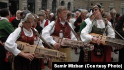 عازفون سويديون لسمير مزبان