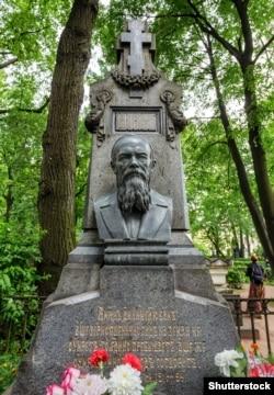 Могила письменника Федора Достоєвського (1821–1881) в Санкт-Петербурзі