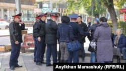 Полиция задерживает протестующих в Казахстане