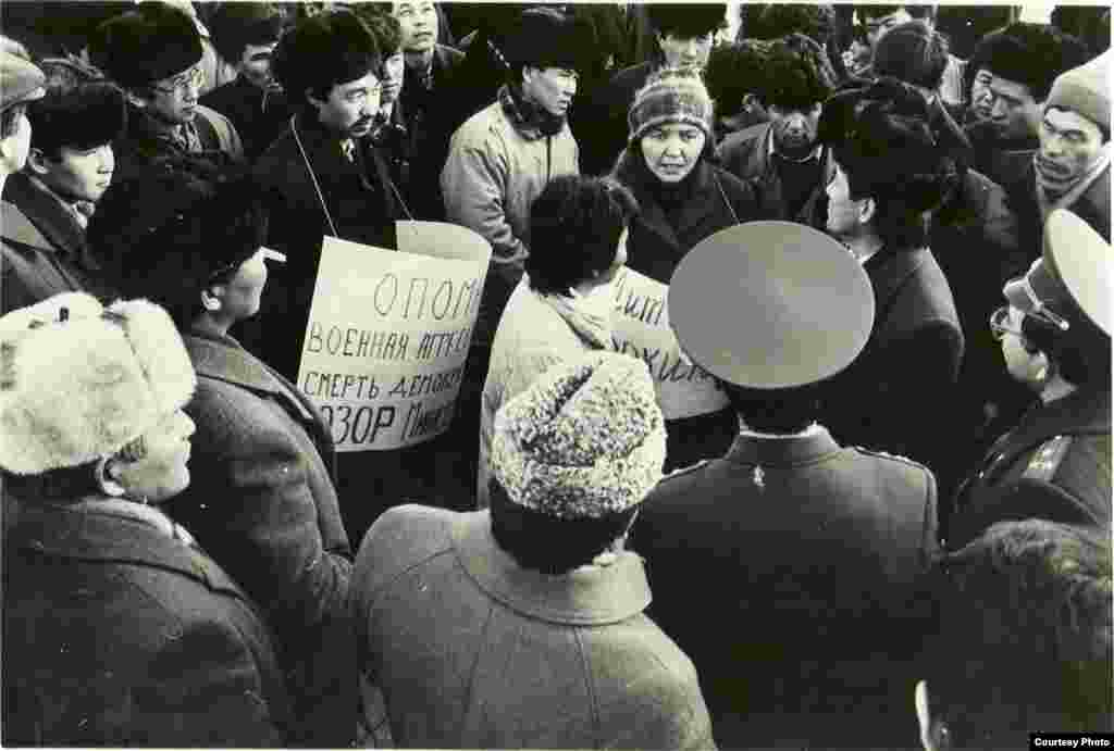 Members of the Kyrgyzstan Democratic Movement, the umbrella bloc of several anticommunist organizations, rally in the central square of Frunze (now Bishkek) against the Soviet Army's involvement in the internal affairs of the Baltic states on January 21, 1991.