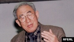 Профессор Мухаммед Ху Чжэнхуа Жусуп Баласагын атындагы КУУда. 2003.