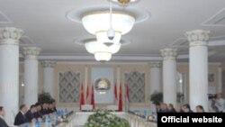 Дидори президент Раҳмон бо ҳайъати чиноӣ