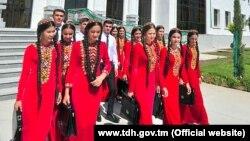 Türkmen studentleri. Türkmenistanyň Türkmen döwlet habarlar agentliginden (TDH) alnan surat