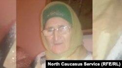 Женщина рассказывает на видео, что кадыровцы хотят убить ее внучку