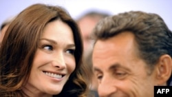 French First Lady Carla Bruni with President Nicolas Sarkozy (file photo)