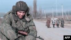 Российский солдат в Чечне, 1999