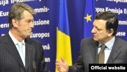 Еврокомиссиянын президенти Мануэл Бароссо Украинанын президенти Виктор Ющенко менен, Брюссел, 18-март, 2009-ж.