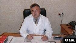 Қостанай облыстық туберкулезге қарсы диспансерінің бас дәрігері Орал Бекмағамбетов. Қостанай, мамыр, 2009 жыл.