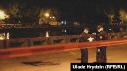 Міліцыя на месцы здарэньня з салютам у Менску, 3 ліпеня
