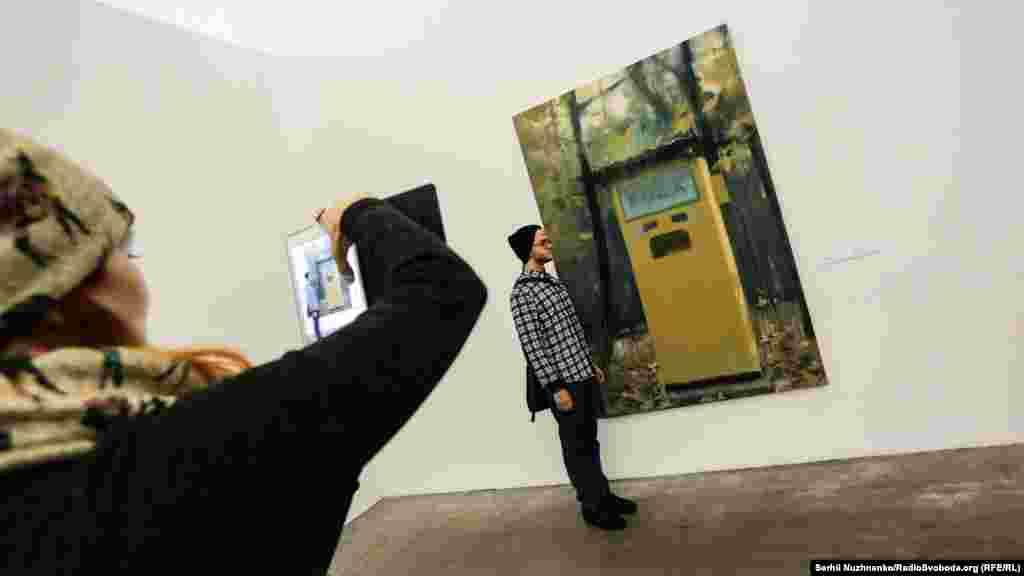«Газвода».У нульові роки художник звернув увагу і на побутові предмети – у його роботах вони виростають до «несусвітних» розмірів