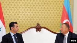 ASuriya prezidenti Bashar al-Assad (solda) Bakıda prezident İlham Əliyevlə görüşür, 9 iyul 2009