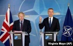 Ministrul de externe britanic Boris Johnson și secretarul general NATO Jens Stoltenberg la o conferință de presă, Bruxelles, 19 martie 2018