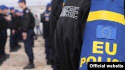 Për qëndrimin e EULEX-it në Kosovë zyrtarët kanë paralajmëruar një zgjidhje legale kushtetuese.