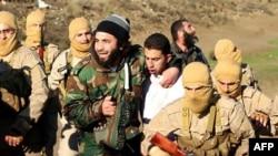 لحظة أسر داعش للطيار معاذ الكساسبه في 24كانون 2014