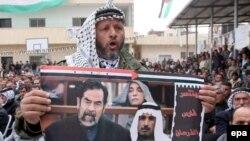 اعدام صدام حسين گرچه با شور و شادی عمدتاً شيعيان و کردهای عراقی روبرو شد، اعتراض هايی به ويژه در ميان اعراب سنی، در پی داشت
