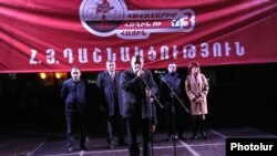 Armenia - Armen Rustamian, a leader of the Armenian Revolutionary Federation, speaks at an election campaign rally in Yerevan, November 26, 2018.