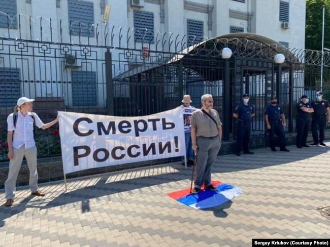 Акция перед посольством в Киеве