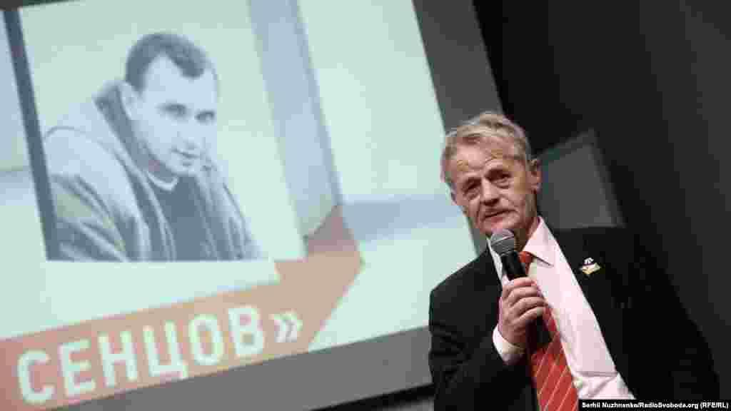 Лідер кримськотатарського національного руху Мустафа Джемілєв на презентації книги
