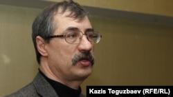 Правозащитник Евгений Жовтис, директор Казахстанского бюро по правам человека. Алматы, 10 февраля 2017 года.
